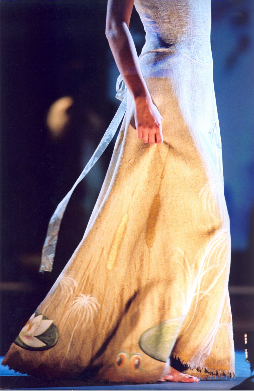 2-defile-quiqui-lamothe-creatrice-designer-robes-de-mariees-de-provence-robe-soie-brute-peinte-maria