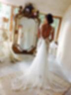 Robe de mariée dentelle dos nu 'Lilas' Quiqui Lamothe en dentelle de Calais à traine
