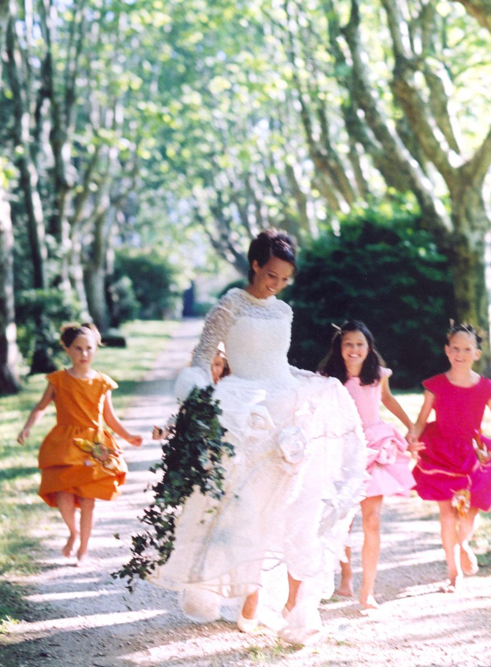 mariees-de-aix-en-provence-pinchinats-platanes-cortege-enfants-d-honneur-robe-de-mariee-createur-cre