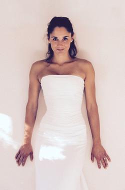 robe-mariee-bustier-drapé-soie-simple-epure-sur-mesures-couture-jupe-fluide-hirondelle-quiquilamothe