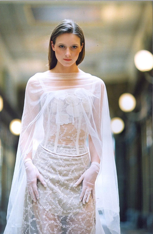 galerie-drouot-creatrice-quiqui-lamothe-robe-de-mariee-luxe-bustier-fleurs-haute-couture-mariees-de-