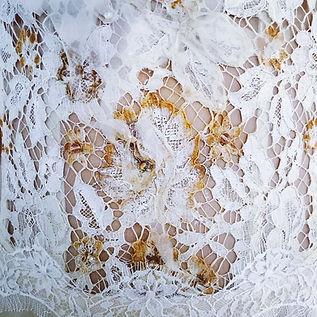 Bustier de mariées dentelle customisée avec terre, peinture et svarovskis