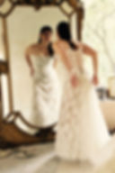 Ribe de mariée Quiqui Lamothe bustier en dentelle jupon nude, photo de mariée prise à l'atelier quiqui lamothe