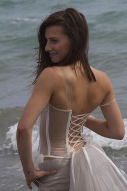 quiqui-lamothe-mariees-de-provence-bustier-transparent-magali-junemann-elora-boccia-etc-eau-mer-medi