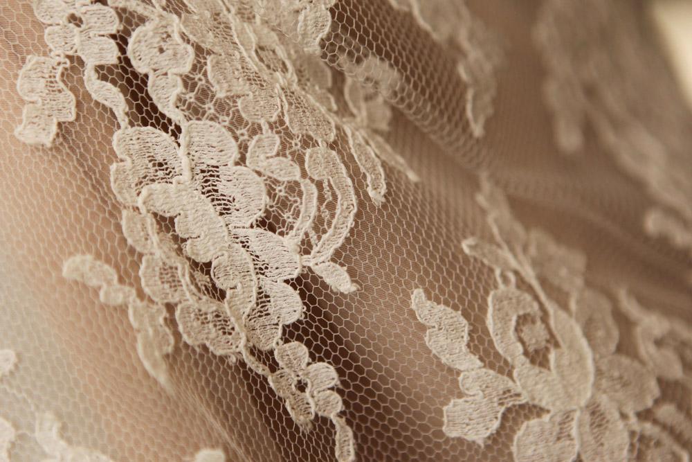 creatrice-quiquilamothe-robe-mariee-aix-en-provence-habillage-dentelle