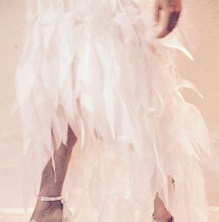 Robe de mariée bohème Quiqui Lamothe en organza à effet plume