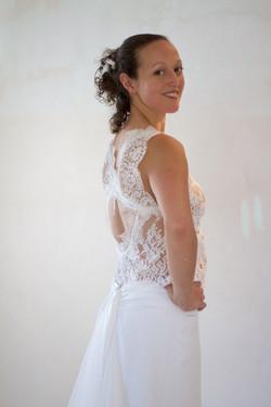 robe-de-mariee-bohme-chic-haut-dentelle-dos-nu-jupe-hirondelle-quiquilamothe-madame-mangue-atelier-q