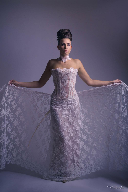 3-quiqui-lamothe-creatrice-designer-robes-de-mariees-de-provence-bustier-dentelle-traine-haute-coutu