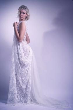 2-quiqui-lamothe-creatrice-designer-robes-de-mariees-de-provence-dentelle-boheme-legere-transparente