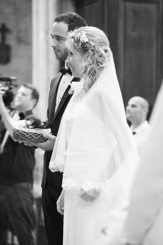 mariage-eglise-robe-mariee-boheme-chic-dos-nu-couronne-fleurs-voile-retro-vintage-aix-en-provence-so