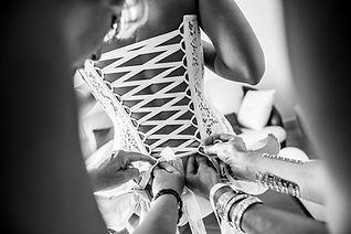 Robe de mariée bustier dos nu lacé Quiqui Lamothe, en dentelle de Calais coton