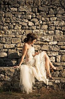 Robe de mariée bustier dos nu transparent lacé Quiqui Lamothe, plastron en dentelle et jupe longiligne en dentelle de Calais coton, photo Médéric pour Bleue citron prod