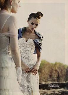 Robe de mariée Quiqui Lamothe bustier dentelle, décolleté V, effet transparence