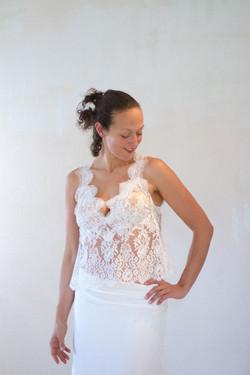 robe-de-mariee-haut-dentelle-calais-boheme-chic-jupe-hirondelle-quiquilamothe-madame-mangue-atelier-