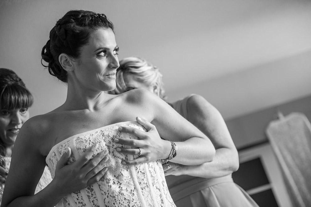 mariage-aix-en-provence-habillage-corset-robe-mariee-quiquilamothe-quiqui-lamothe-thibaultchappe-pho