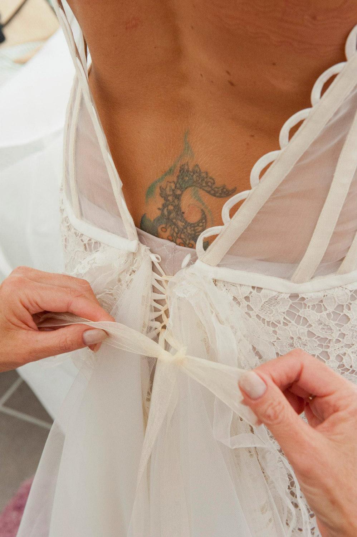 habillage-mariee-robe-boheme-chic-bustier-lace-dentelle-dos-nu-creatrice-quiquilamothe-aix-en-proven