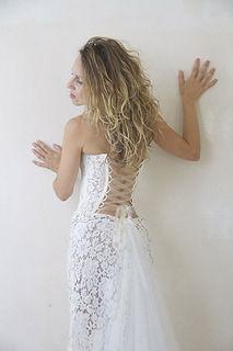 Robe de mariée bustier  Quiqui Lamothe dentelle dos nu lacé