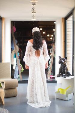 quiquilamothe-robe-mariee-createur-aix-en-provence-dentelle-calais-dos-nu-boheme-chic-bonnet-saraami