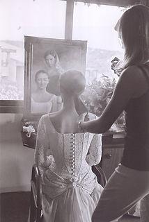 Robe de mariée dentelle Quiqui lamothe bustier à boutons et manches longues, préparatifs de la mariée photographiés par félicia Sisco