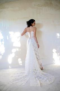 Robe de mariée dentelle Quiqui Lamothe corset lacé longue traine en dentelle, jupon nude