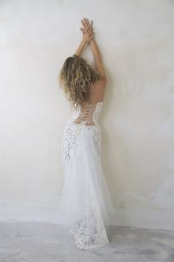 robe-mariee-bustier-dos-nu-lacee-sur-mesures-boheme-vintage-couture-quiquilamothe-atelier-chic-quiqu