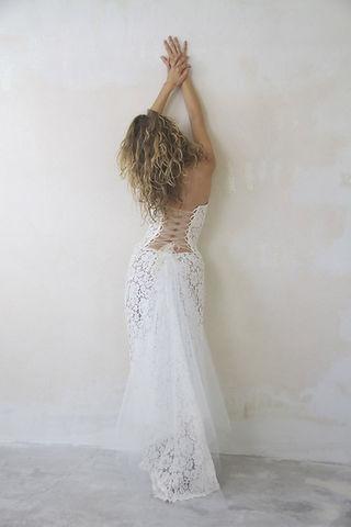 Robe de mariée dentelle Quiqui Lamothe en dentelle de calais longiligne à bustier