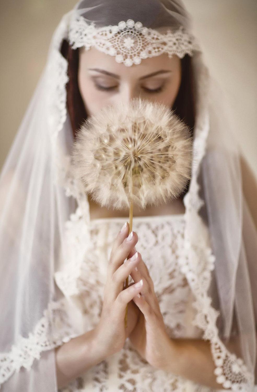 priere-atelier-creatrice-quiqui-lamothe-robe-de-mariee-mariees-de-aix-en-provence-createur-photograp