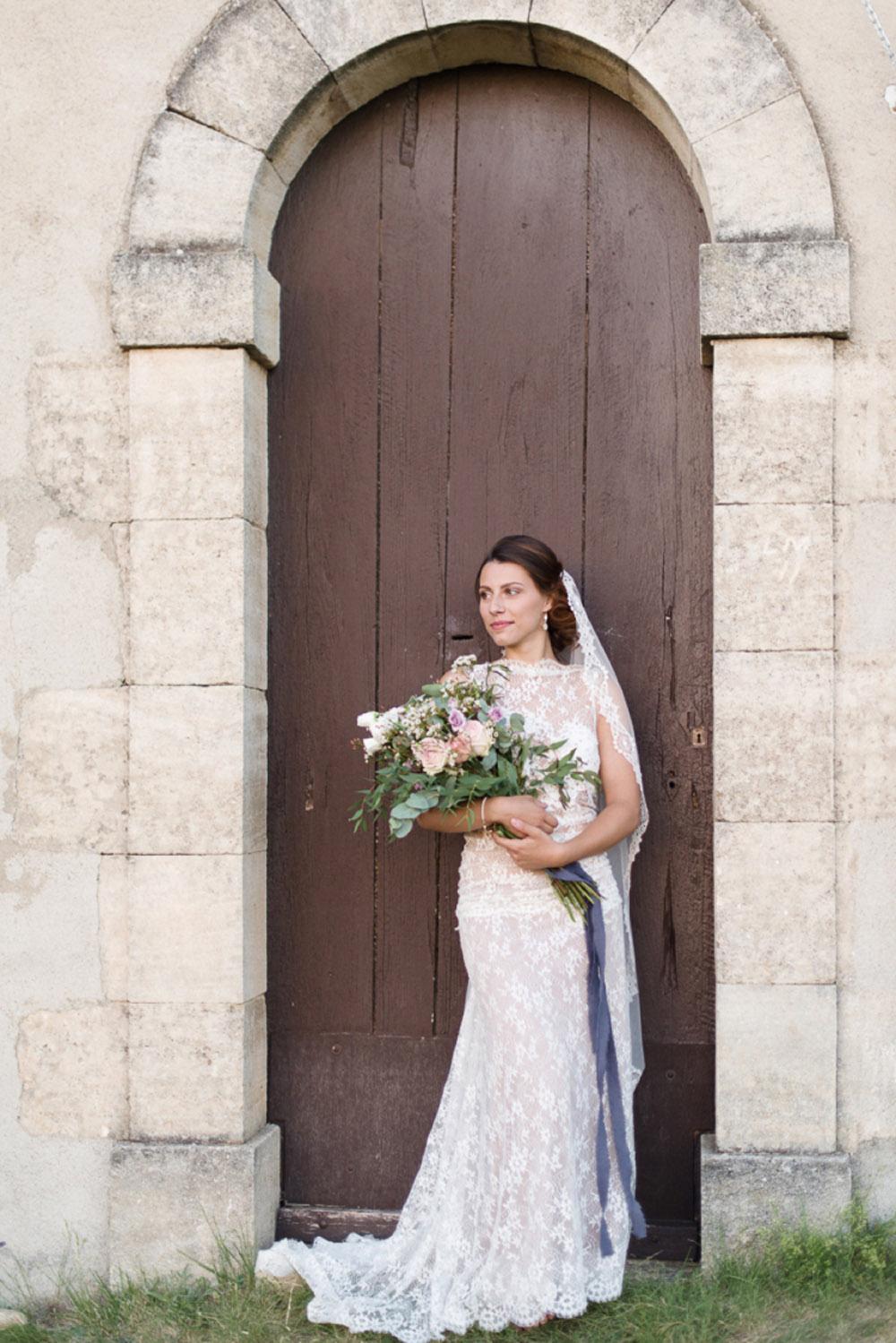 8-quiqui-lamothe-designer-robes-de-mariees-de-provence-eglise-robe-mariee-boheme-dentelle-dos-nu-mar