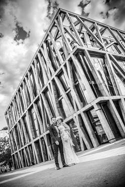 aix-en-provence-mariage-photo-couple-aix-en-provence-pavillon-noir-urbain-moderne-robe-quiqui-lamoth