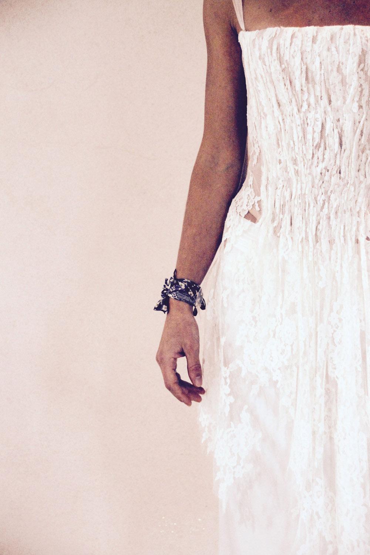 robe-mariee-bustier-dos-nu-lace-boheme-ethnic-chic-quiquiamothe-aix-en-provence-paca-mariage-camargu