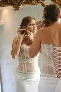 Robe de mariée Quiqui Lamothe bustier graphique dentelle et galon, jupe talle basse fluide en satin de soie