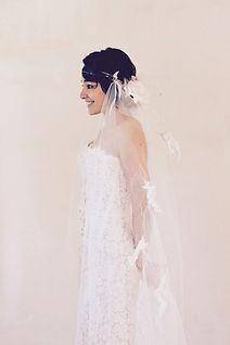 Robe de mariée bohème Quiqui Lamothe et son voile rétro bohème