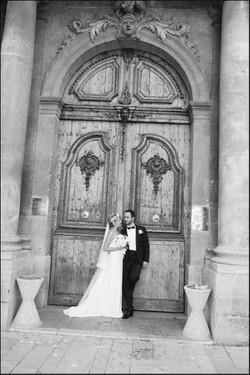 mariage-eglise-robe-mariee-boheme-chic-dos-nu-couronne-fleurs-voile-retro-aix-en-provence-sophie-bou