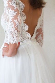 Robe de mariée courte Quiqui Lamothe dos nu en V et jupe en tulle