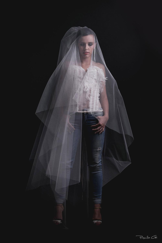 voie-classique-quiqui-lamothe-creatrice-designer-robes-de-mariees-de-provence-rock-bustier-transpare
