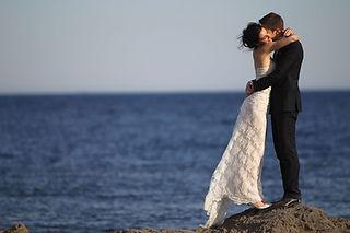 Robe de mariée Quiqui Lamothe bustier en dentelle, jupon nude, mer et Provence