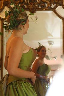 Robe de mariée Quiqui Lamothe bustier vert nature en soie sauvage hippie chic grande jupe romantique