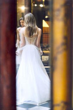 creatrice-quiqui-lamothe-galerie-drouot-robe-de-mariee-luxe-bustier-lace-haute-couture-mariees-de-ai