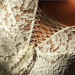 Détail robe de mariée bohème Quiqui Lamothe en dentelle de Calais coton