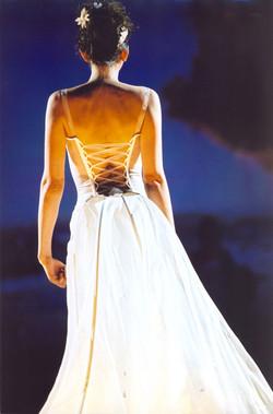 defile-quiqui-lamothe-creatrice-designer-robes-de-mariees-de-provence-structurees-transparentes-robe