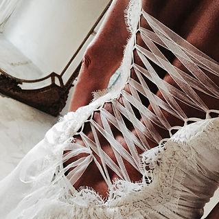 Robe de mariée dos nu plongeant Quiqui Lamothe, un dos à la Mireille Darc version lacée, en soie chanvre