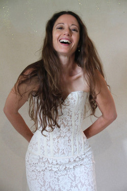robe-mariee-bustier-dentelle-decollete coeur-dos-lace-sur-mesures-boheme-chic-vintage-atelier-quiqui