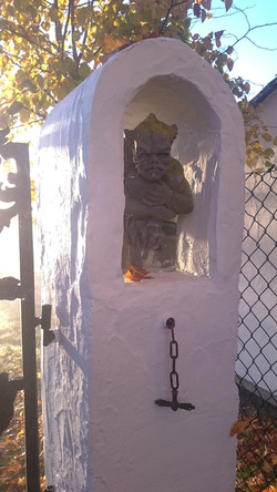 Vaulted gate pillar with grotesque