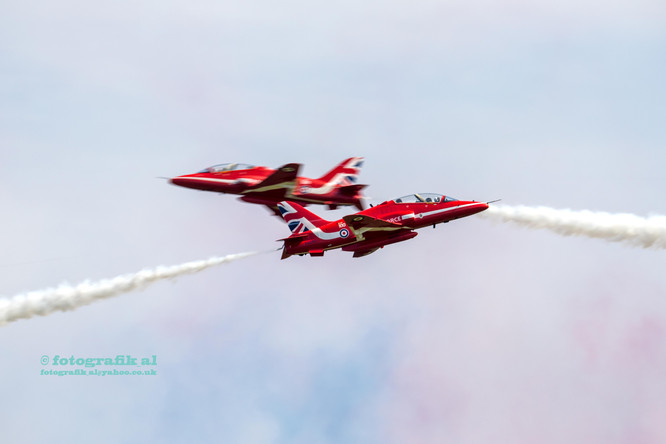 Cosford Air Show Red Arrows solo pair crossing
