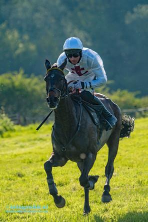 Dingley Races solo jockey