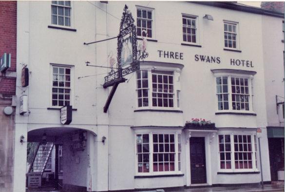 3 Swans.jpg
