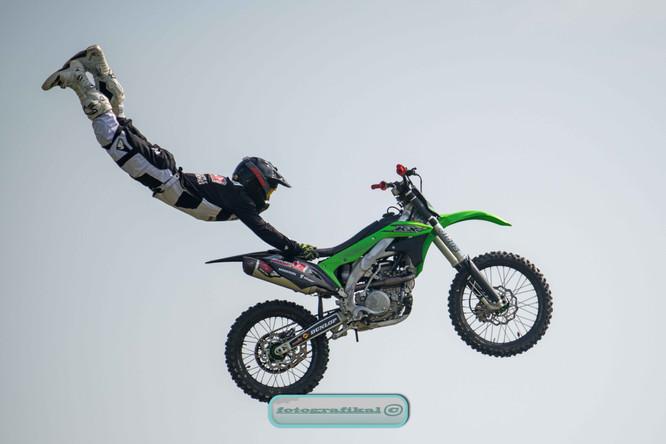 Stuntbikeweb1.jpg