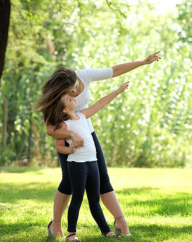 mom-and-daughter-3923086_960_720.jpg