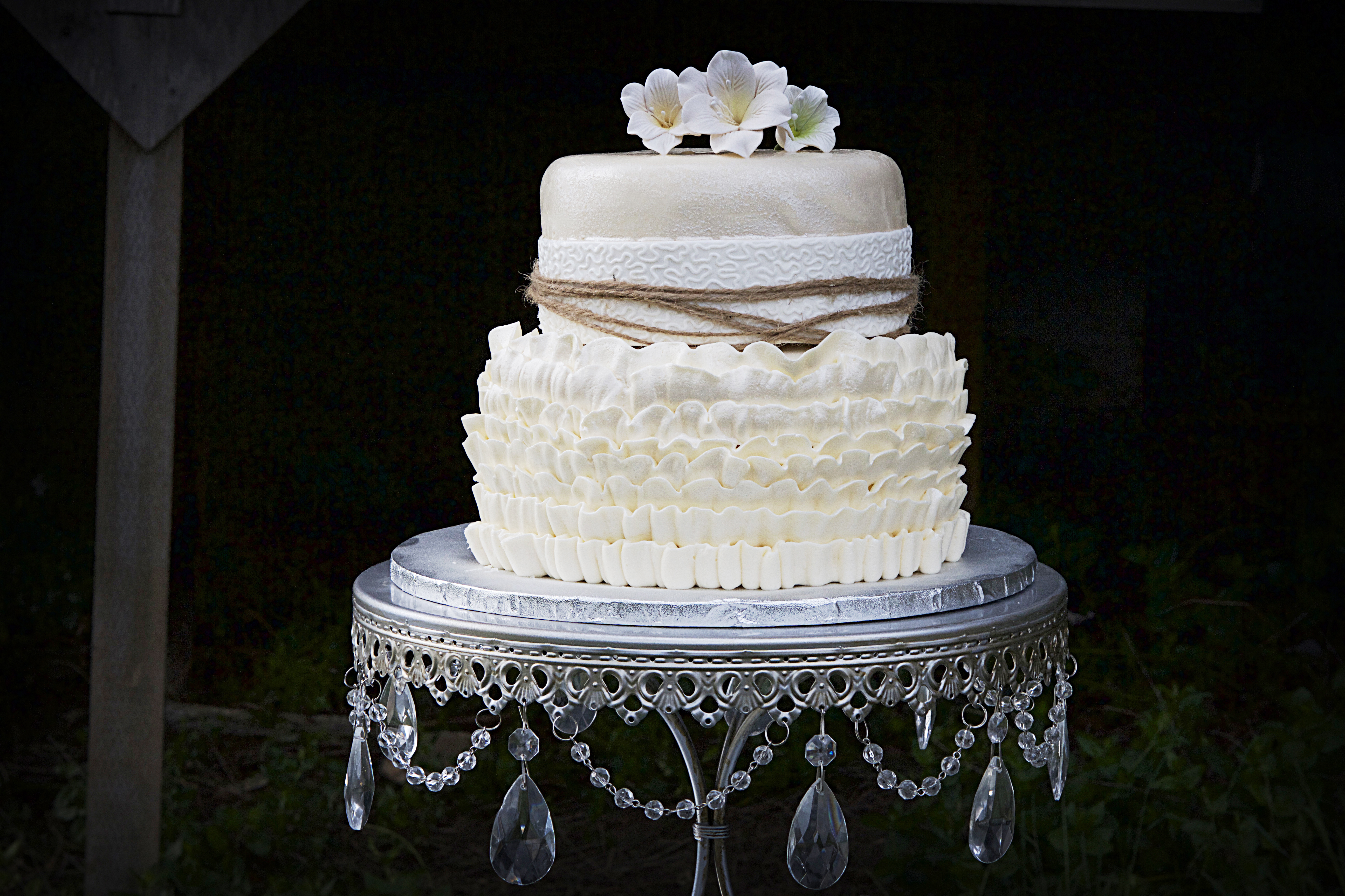 New 2 Tier 2 Wedding Cake