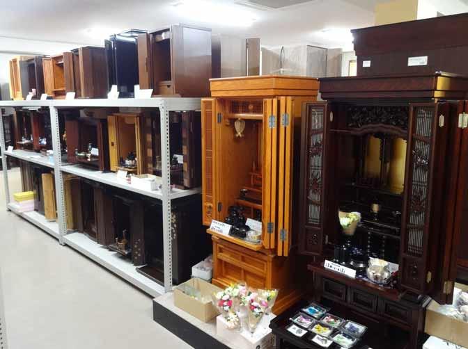 上置き型から重ね型まで豊富な品揃えの家具調仏壇